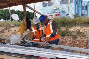 Instructie tijdens werkbespreking op Aruba