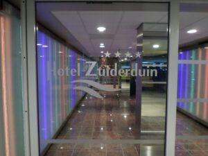 warm welkom bij entree vanuit parkeergarage hotel zuiderduin